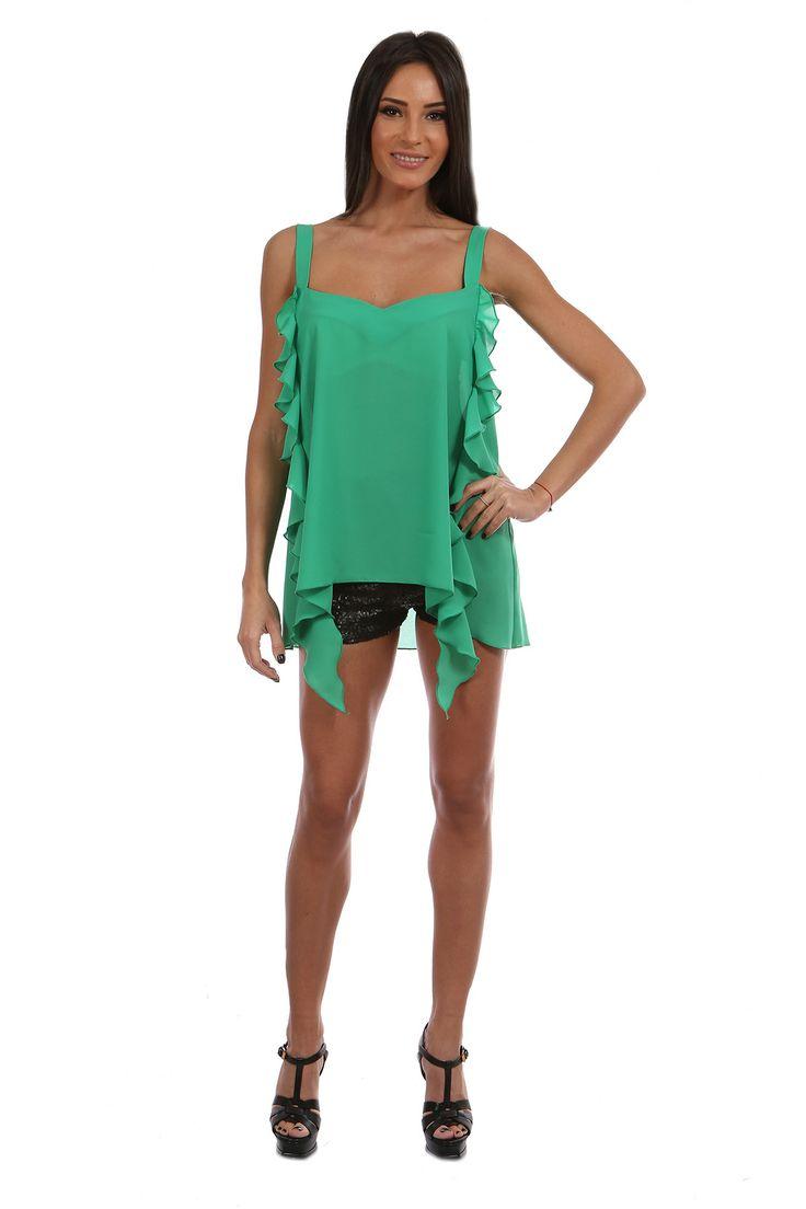 Top Olive - http://missgrey.ro/bluze/81-top-olive.html - verde cu bretele si volane, subtire si vaporos - ideal pentru o tinuta lejera intr-o zi calduroasa. Volanele in cascada ii confera un plus de feminitate, iar culoarea verde inpira prospetime si tinerete. Acest top cu volane este alegerea potrivita pentru o zi insorita petrecuta la teresa. Cel mai bine merge puratat cu pantaloni scurti.