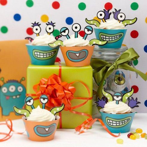 Set van 10 cupcake wraps om jouw favorieten monster cupcake te decoreren! Deze set wordt geleverd met 20 ogen, armen en kapsels om bovenop je cupcake te plaatsen. De wraps zijn in twee kleuren en er staat een grote open mond op getekend. Combineer eindeloos met de bijgeleverde toppers!