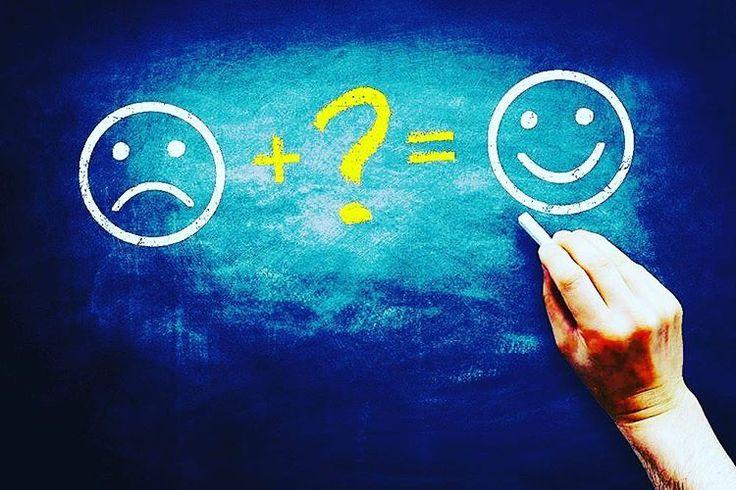 Soru Mutluluk tanımınız nedir? Cevap Mutluluk tanımın, iyi hissetmektir. Beni iyi hissettiren konuşmalar, düşünceler ve davranışlar içinde bulunduğumda  mutluyumdur. Beni iyi hissettirmeyen konuşmalar, düşünceler ve davranışlar içinde bulunduğumda mutlu değilimdir. İyi hissetmediğimi farkettiğin an'lar da odağımı değiştirmeyi seçiyorum.Çünkü zihnimiz olumlu ve olumsuz şeyi aynı anda düşünemiyor. İyi hissetmeme alanında kalmak problem odaklı bir yaklaşımken, iyi hissetme alanında kalmak çözüm…