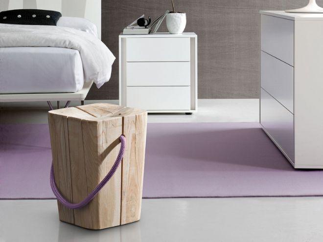 Hug è uno sgabello lavorato rigorosamente a mano e composto di pezzi di legno irregolari e dall'aspetto vissuto. È stato realizzato in legno di teak bianco prodotto da Elite.