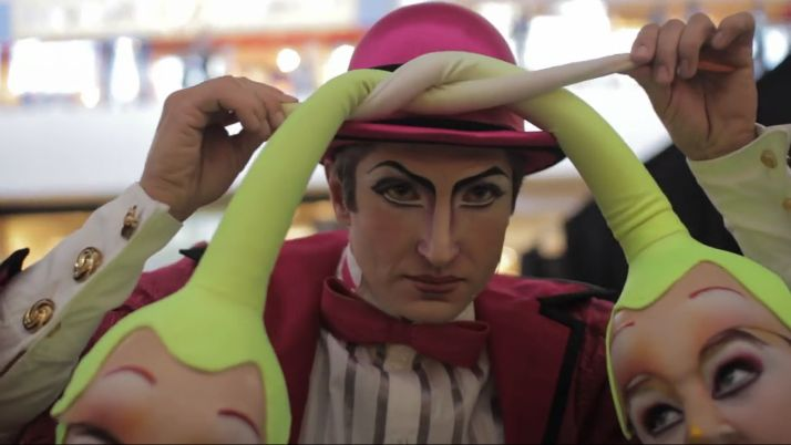 [link] Even when having fun, Moha-Samedi's SERIOUS. All elements of Mystere belong to Cirque Du Soleil