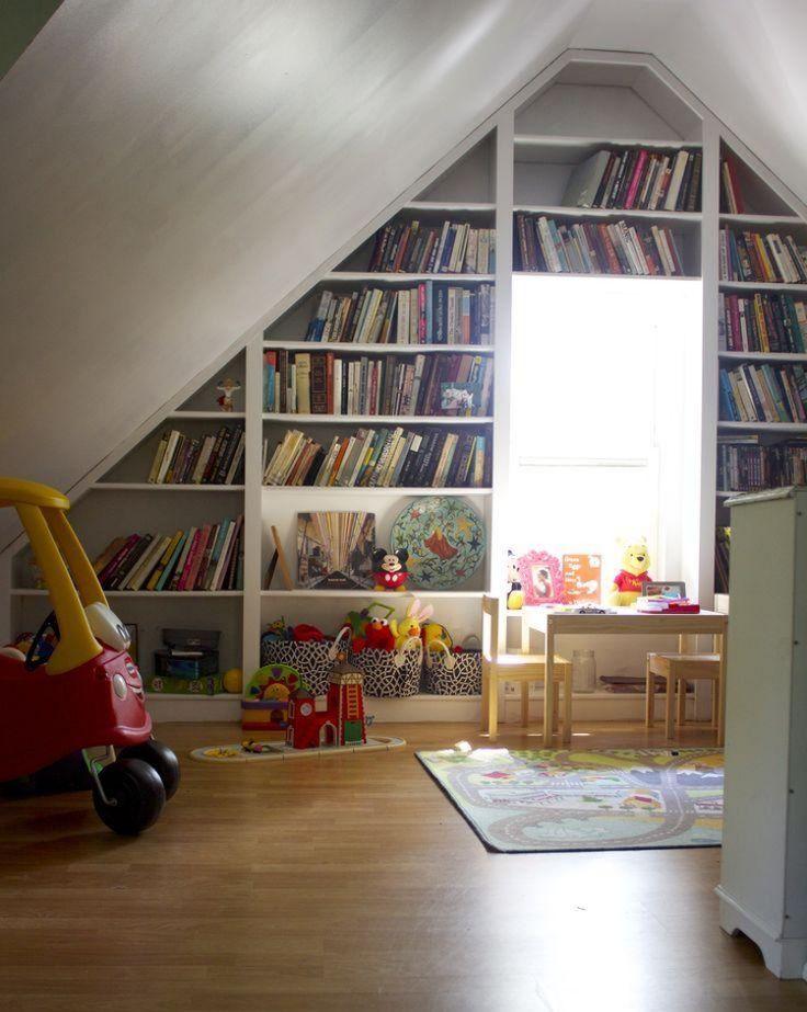 Schön Regal  Dachschraege Kinderzimmer Bibliothek Spielzeuge Holzboden Spiezeuge Kuscheltiere