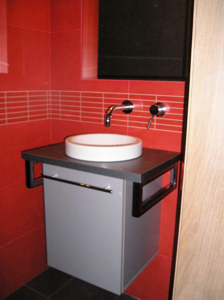 Umyvadlová skříňka na toaletu - Truhlářství Mašín