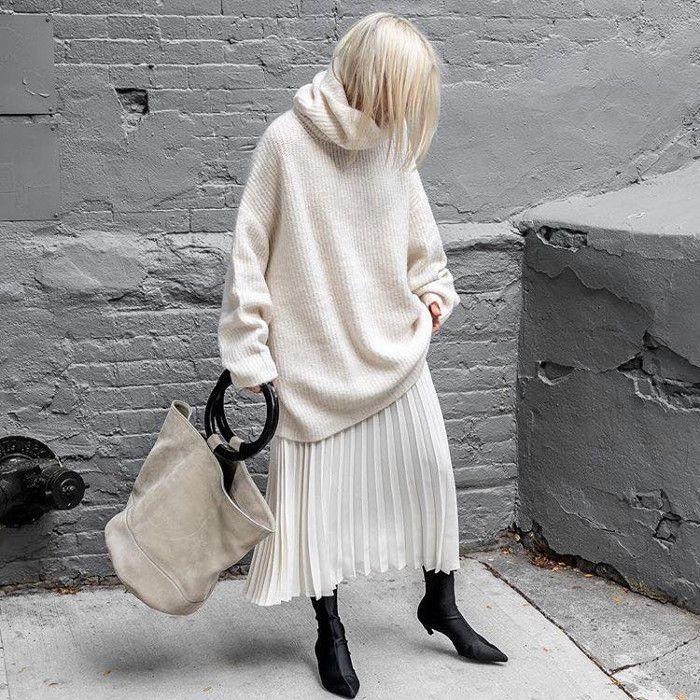 """Дневники мода правила стиля """"Нью-Йоркер"""" нейтральный бежевый объемный свитер и плиссированная юбка"""