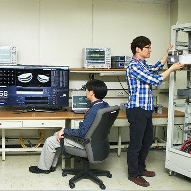 What 5G Will Be: Crazy-Fast Wireless Tested in NYC --   Samsung's technology for ultrafast data speeds currently requires a truckload of equipment. || MIT Tech Review