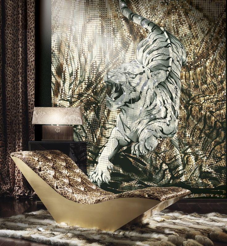 Η υπερβολή και τα τρελά μοτίβα από άγρια ζώα, λιοντάρια και λεοπαρδάλεις και έντονα χρώματα κυριαρχούν και στα είδη σπιτιού που προτείνει ο διάσημος σχεδιαστής από την Φλωρεντία.