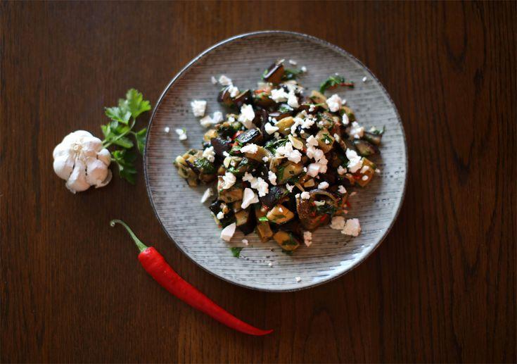 Auberginesalat med hvidløg og feta