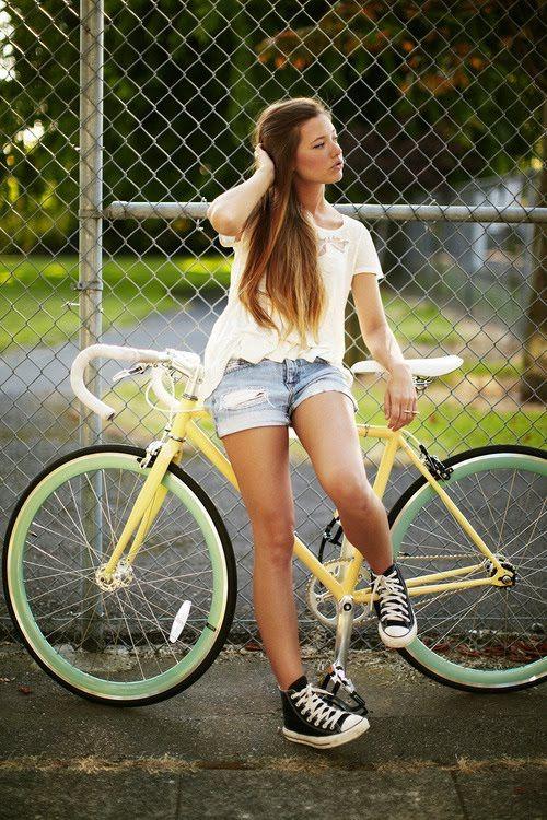 """bikesandgirlsandmacsandstuff:  (via Shorts!)   """
