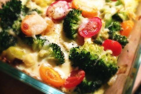Een recept voor gegratineerde broccoli met prei en kerrie. Heerlijk bij een stukje gegrild vlees en met gebakken aardappelen.