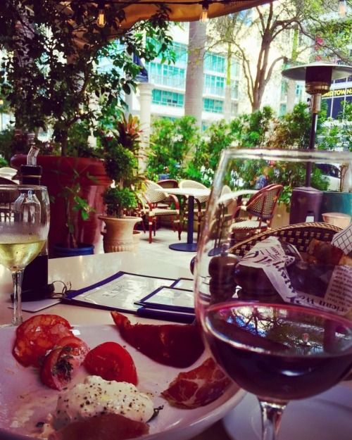 Another great spot at the Midtown area to unwind after a long week, we love the ambience and the great service (at SUGARCANE raw bar grill)