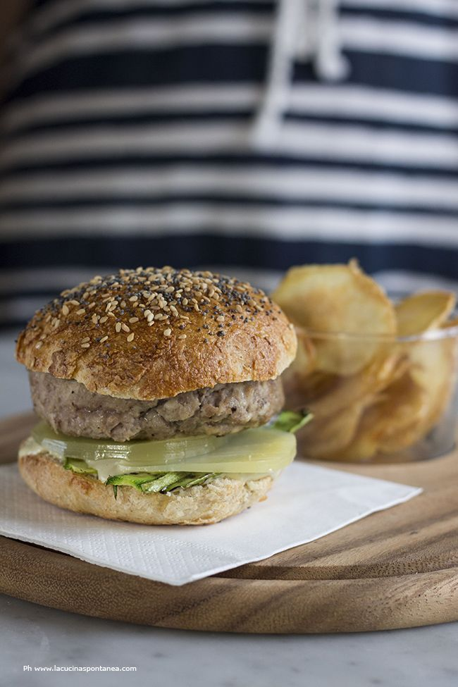 Hamburger with zucchini and basil mayonnaise #food #hamburger #mtc