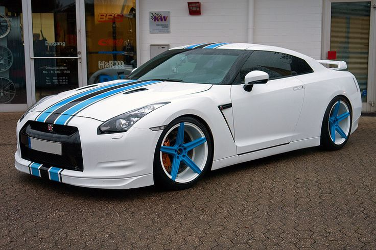 GTR white and blue stripes Datsun and Nissan Pinterest