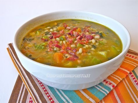 Di pasta impasta: Zuppa di orzo con zucca zucchine cavolo nero e speck