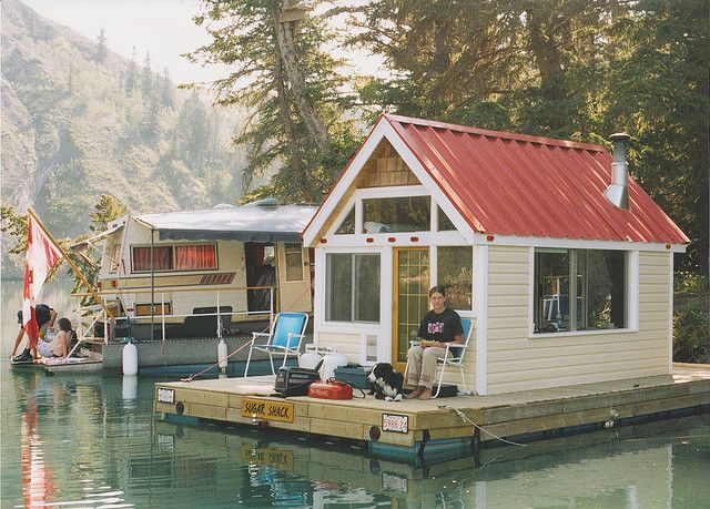 images about Самоходные плавдома   HouseBoats on Pinterest    Instead of putting the fishing shack into storage every summer  put it on a raft