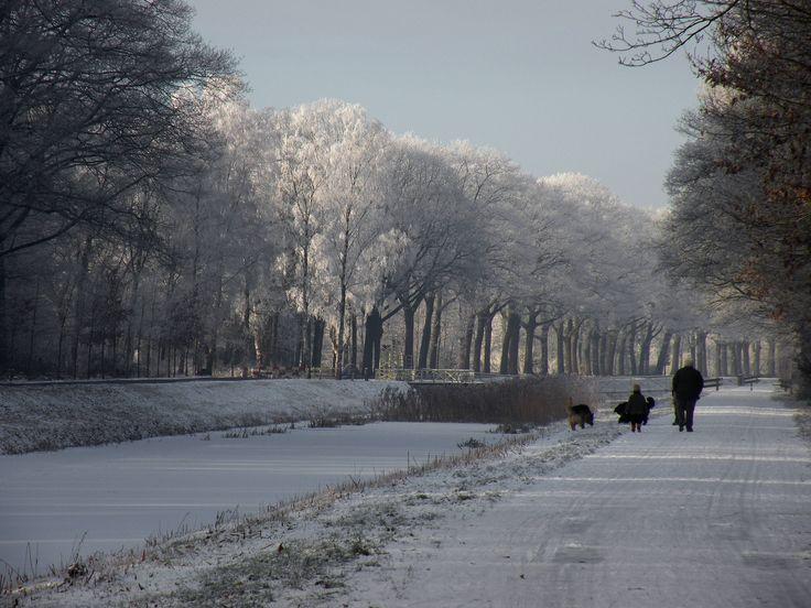 Langs het kanaal Almelo-Nordhorn is het heerlijk wandelen. Eindeloos....