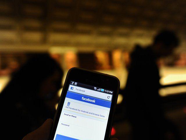 Facebook añade a aplicación móvil sistema para localizar amigos