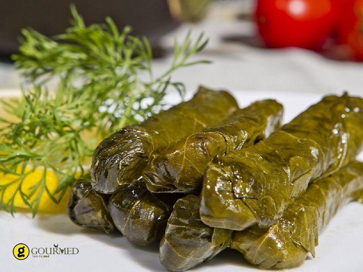 Ντολμαδάκια γιαλαντζί με ρύζι και μυρωδικά - gourmed.gr
