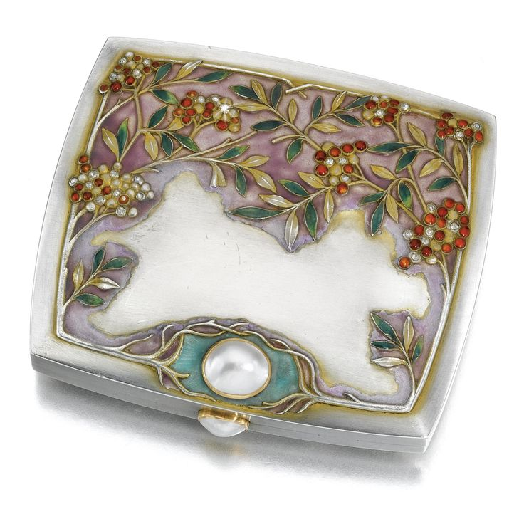 A JEWELLED SILVER AND ENAMEL CIGARETTE CASE, BOLIN, MOSCOW, 1899-1908 in Art Nouveau taste, the lid cast and chased with sprays of pyracantha set with rose-cut diamonds on an opaque mauve ground, the lower lid and thumbpiece set with pearls | JV ❤