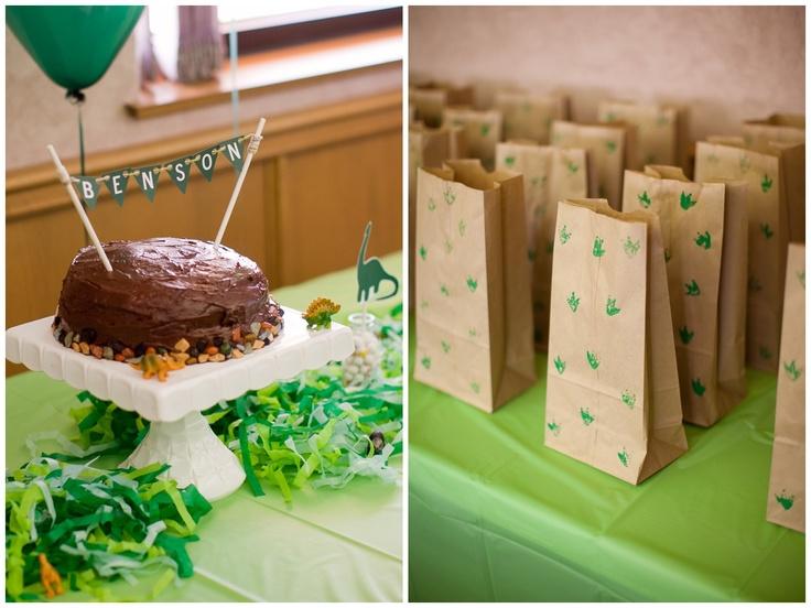 Benson's Dino birthday party decorations.