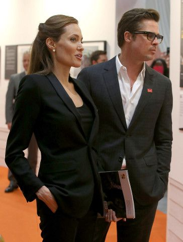 Consciously Coupling Brad Pitt And Angelina Jolie Are Married At Last Brad Pitt And Angelina Jolie Angelina Jolie Photos Jolie Pitt