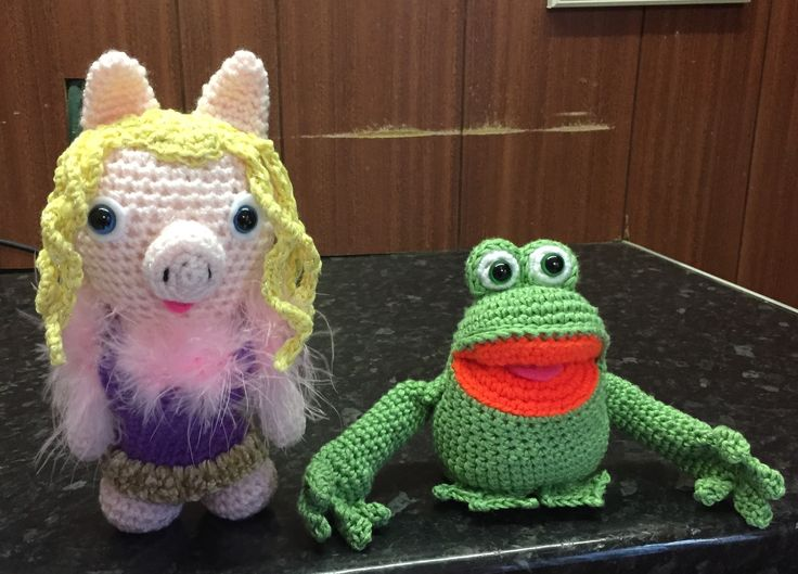 Miss piggy & Kermit done with crochet