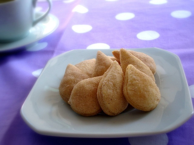 Apple filled cookies / Biscoitinhos de maçã by Patricia Scarpin, via Flickr