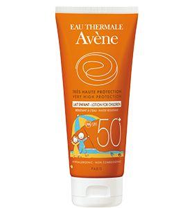 La leche solar #Avène SPF 50+ está especialmente indicada para niños y proporciona la máxima protección UVA-UVB para pieles sensibles. Es hipoalergénica y no contiene perfume ni parabenos. Además, es resistente al agua y se puede aplicar tanto en el rostro como en el cuerpo.