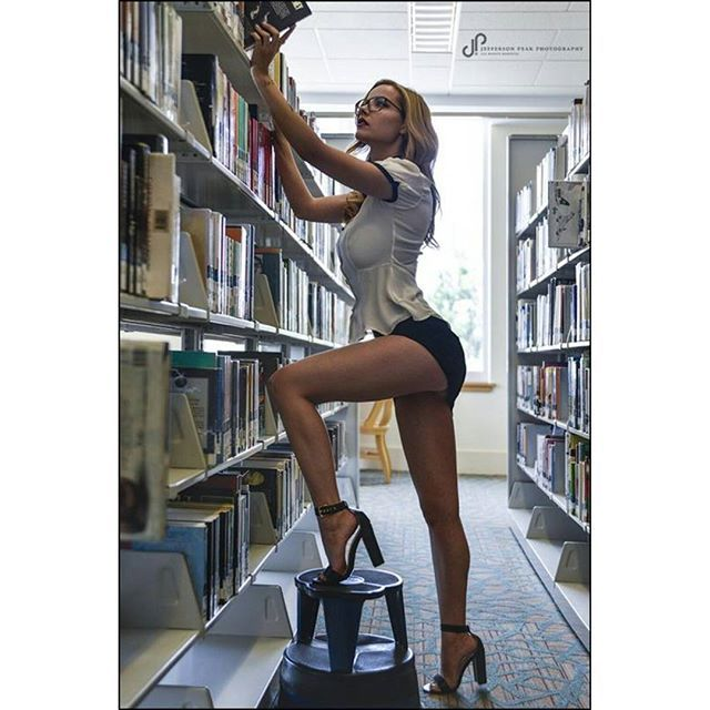 Legs for days!!  Elizabeth Marxs @elizabethmarxs #playboycybergirl #playboy #playboymodel #castromodel #elizabethmarxs #schoolgirl #topmodel #legsfordays #blondesarebetter #playboyplus #modeloftheday  @jeffersonpeak @whiskeydistrict by castroagency