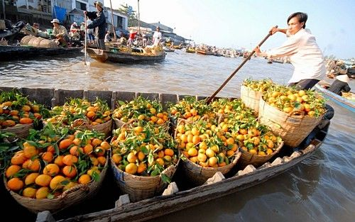 Cai Be Floating Market  Cai Be Floating Market It is opened from 5am to 5pm. It is best to go early in the morning. Wholesalers on big boats moor here, each specialising in one or a few types of fruit or vegetable