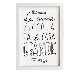 o in Italian: La cucina piccola fal la casa grande. o in English: A small kitchen makes the house big. (Equivalent) The best things in life are free.
