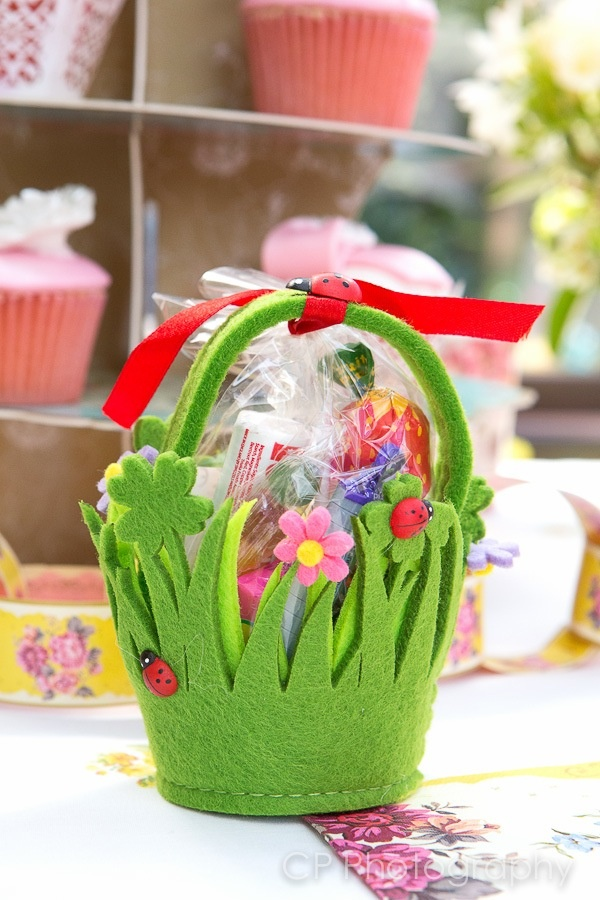 Vintage themed favour felt basket filled with old fashioned sweets, these make great children's favours or gifts by www.fuschiadesigns.co.uk.