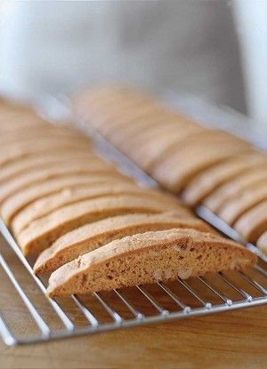 How to Make Biscotti (recipes: hazelnut and dried cherry, Pistachio-Orange, anise and chocolate-hazelnut biscotti)
