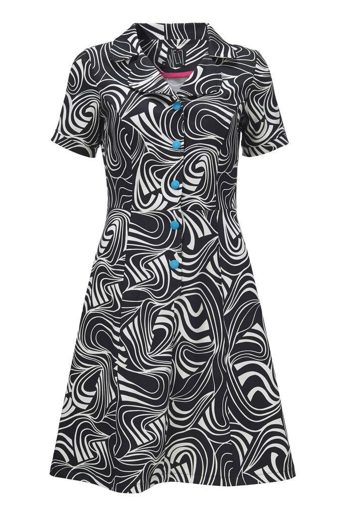 Loretta kjolen er en rigtig klassiker fra Weiz Copenhagen! Her i en fed grafisk  udgave med turkis knapper.