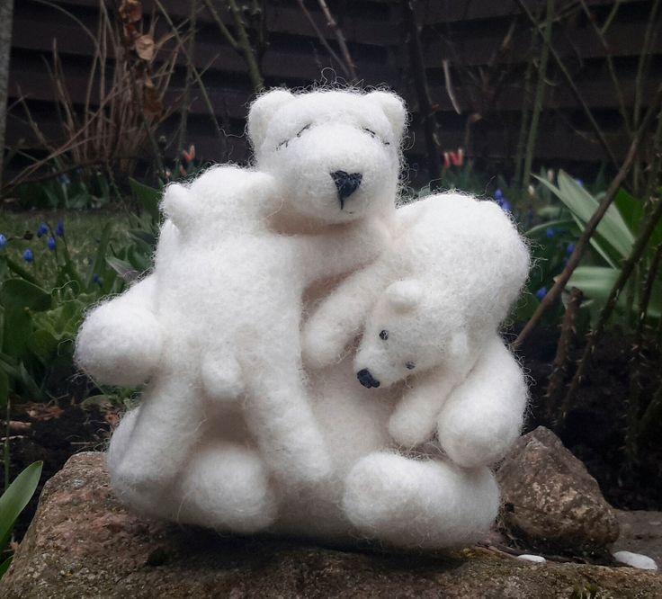Needle felted polar bears family, polar bear moher and cubs, polar bear baby, family, love, wool felt, gift, polar bear, Mother's day by FeltedArtandDolls on Etsy