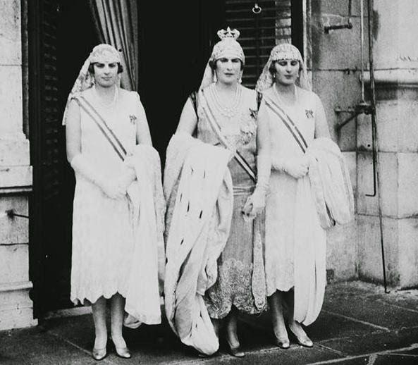 La reina Victoria Eugenia con las infantas Cristina y Beatriz