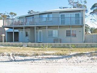 http://www.homeaway.com.au/holiday-rental/p401351604 Pet Friendly Winda Woppa beachfront holiday home #petfriendly #beachfront