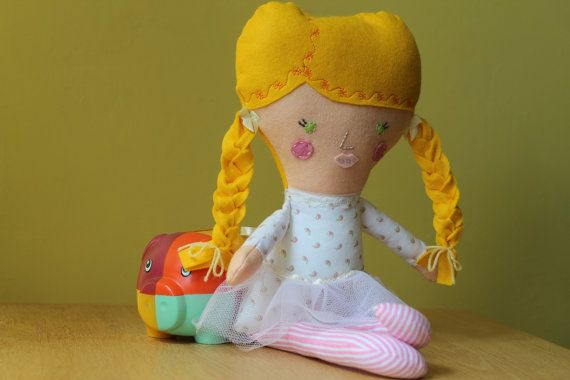 Personalized Dolls and Daydreams rag doll ballerina by euquefiz, €27.00 This one goes to Fabienne.