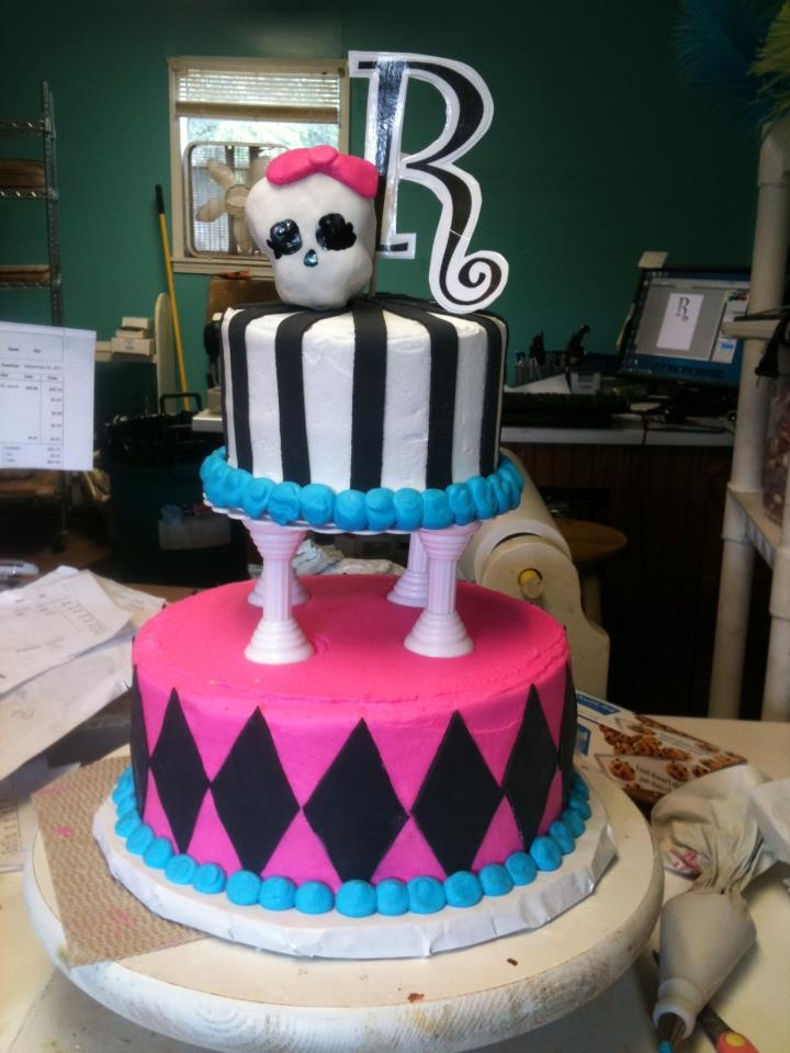 Jassy wants this cake for her bday party - Monster High cake