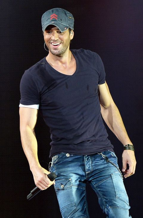 13 Sexy Photos of Enrique Iglesias