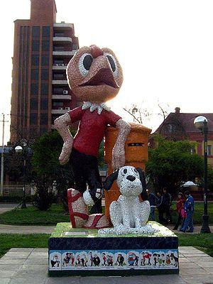 """A statue of """"Condorito"""" and """"Washington"""" in San Miguel (Santiago, Chile)."""