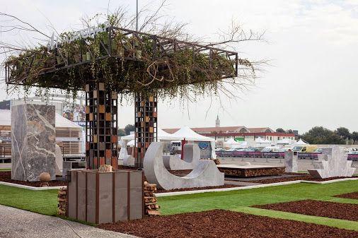 Giardini pensili , una cabina padiglione progettato alla fiera di pietra Marmomacc 2014 a Verona. Installazioni progettata e ideata da Yona Friedman è la sua concezione della città.