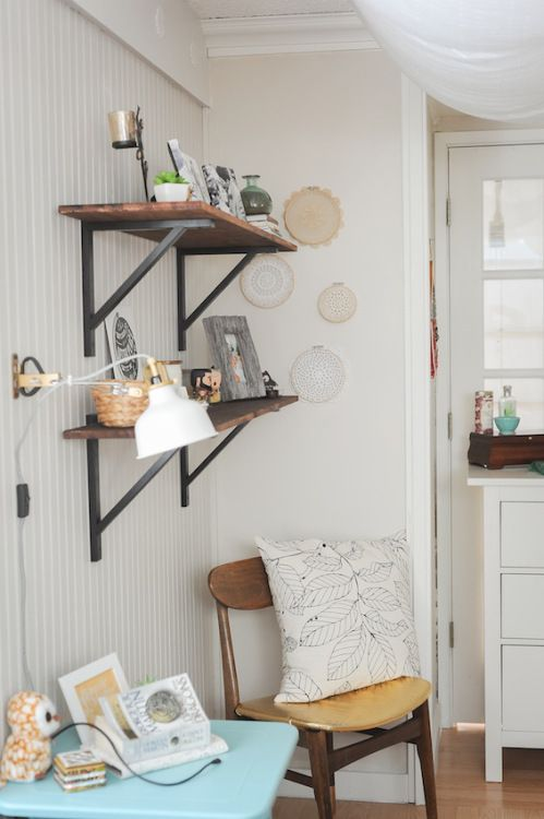 Untreated pine shelf boards stained with Rust-Oleum Early American wood stainwith IKEA Ekby Valter shelf brackets