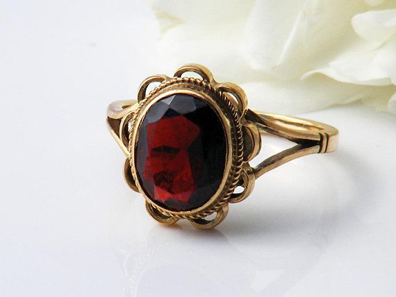 Fine Vintage Antique Jewellery An Eye Catching Art Deco Style Emerald And Diamond Target Ring For S In 2020 Fine Antique Jewelry Antique Jewelry Antique Emerald Ring