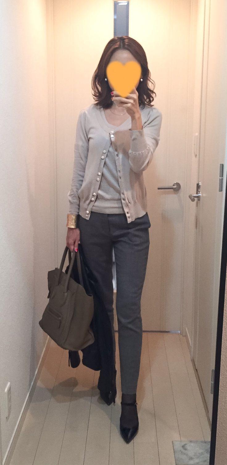 Leather jacket: IENA, Beige sweater: Nolley's, Grey pants: Ballsey, Bag: Celine, Pumps: Fabio Rusconi