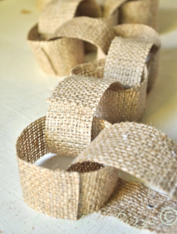 How to make a cute Fall to Christmas burlap fabric chain