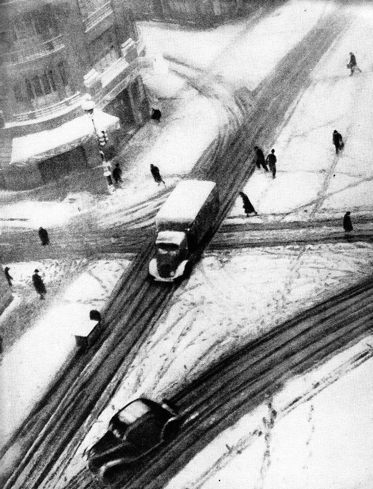 © Izis Bidermanas - Rue du Louvre, Paris, 1944
