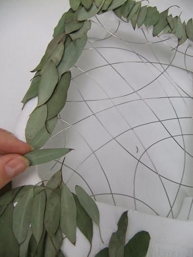 #Styropor Overlap each leaf to cover the entire surface.