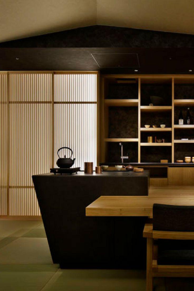 """NEW TASTE OF ""RYOKAN"" 地上17階の日本旅館「星のや東京」オープン 「お茶の間ラウンジ」では朝にはおにぎりと味噌汁が用意される""  http://gqjapan.jp/life/travel/20160823/new-taste-of-ryokan#pages/13"