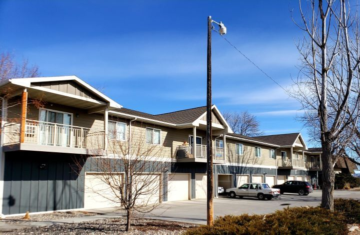 Centrally Located 2 Bedroom Apt With Garage Billings Mt Rentals 3700 2 Great Central Billings Location Newer In 2020 Large Baths Apartments For Rent House Styles