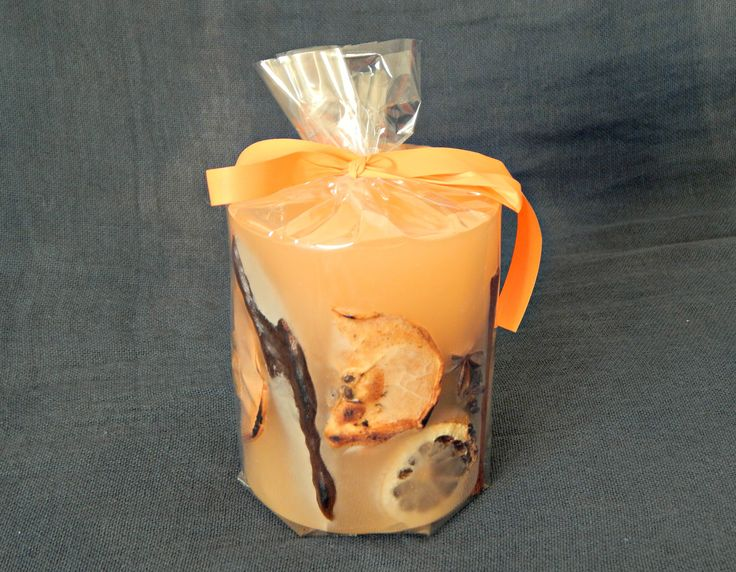 Μικρό στρογγυλό χειροποίητο κερί με άρωμα βανίλιας.  Ταιριάζει σε γήινους χώρους, είναι εμπνευσμένο από τη φύση και τους καρπούς της. Ιδανικό για επαγγελματικό δώρο. http://www.kirofos.gr/